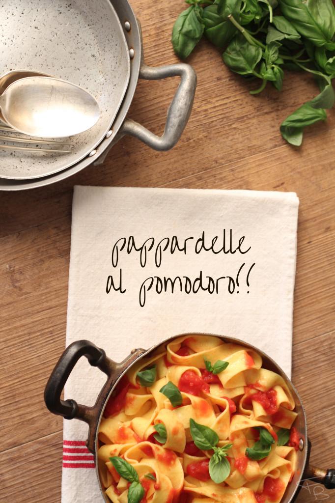 Piatto di pappardelle al pomodoro fotografato dall'alto durante il whorkshop di food photography