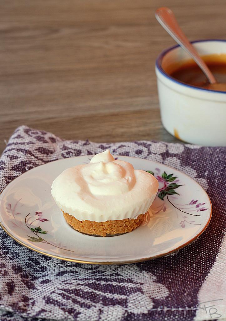 Ricetta della Cheesecake al caramello salato:caramello e piccola tortina