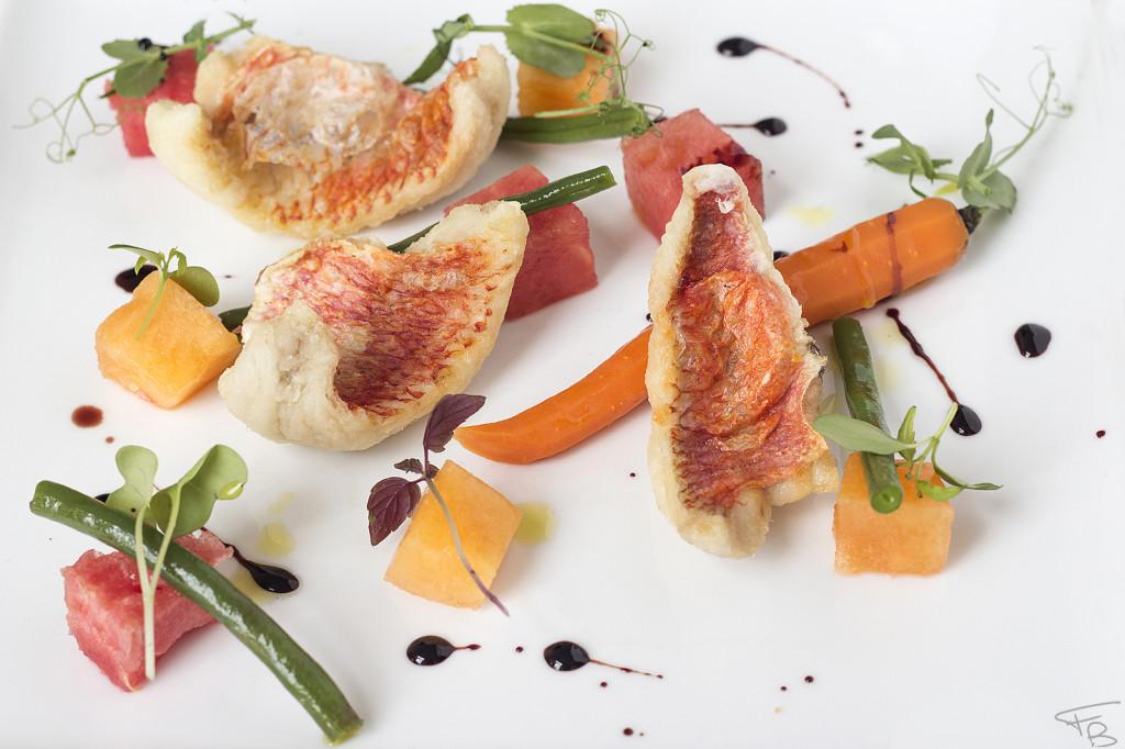 Antipasto dello chef: Triglie croccanti e insalata estiva