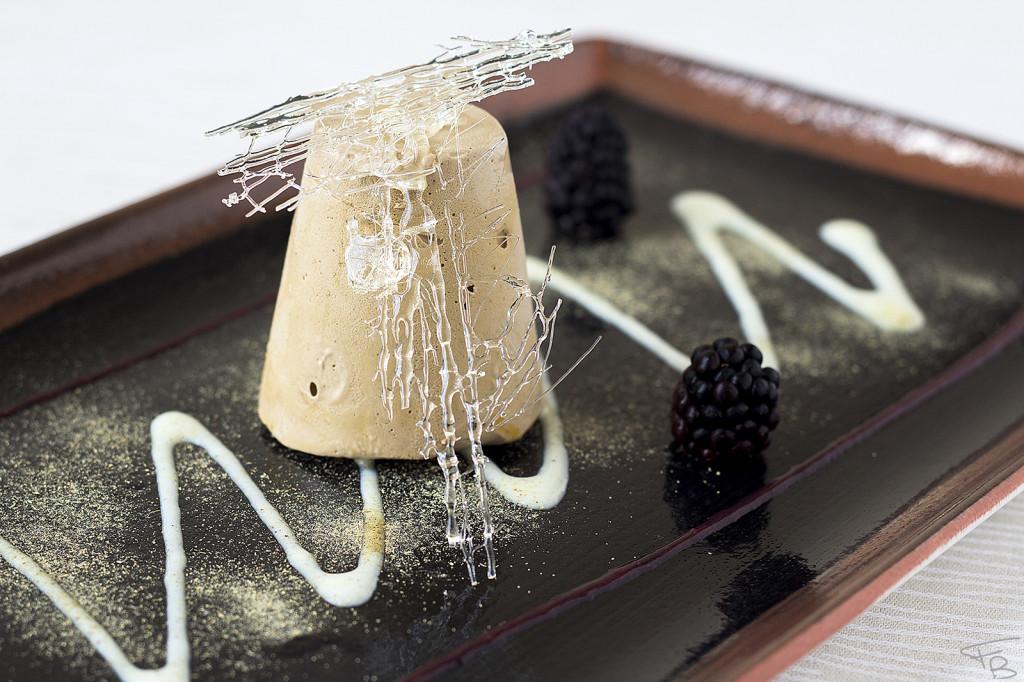 ristorante la piazzetta - Semifreddo alla Liquirizia con cuore fondente al frutto della passione