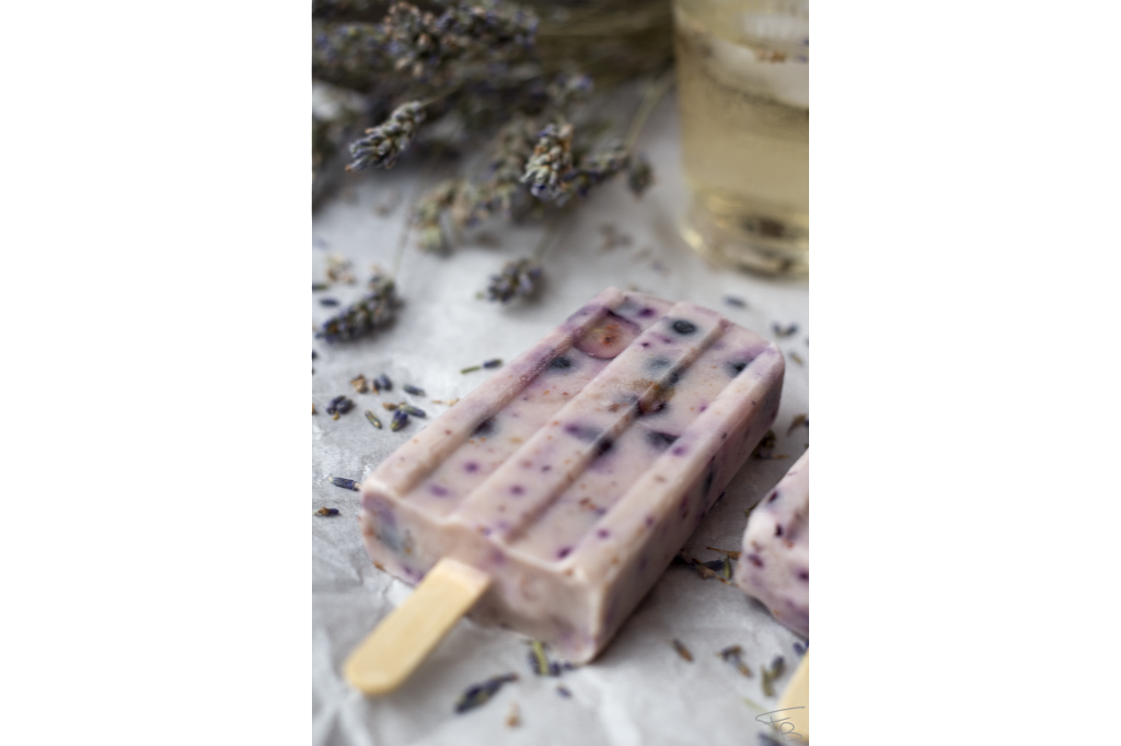 Popsicles mirtillo e sciroppo di lavanda