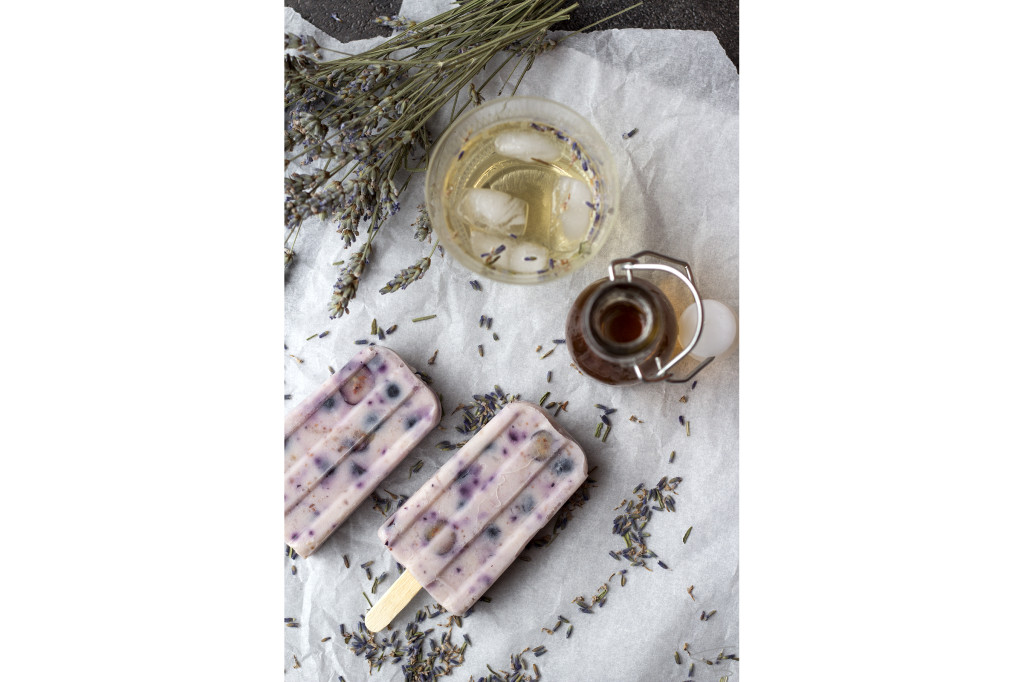 Popsicles al mirtillo e lavanda