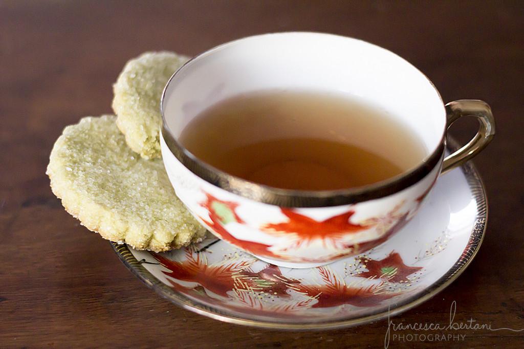 tè al gelsomino con biscotti al tè matcha